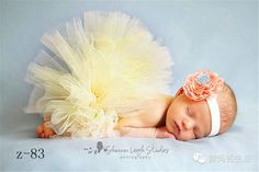 Sweet Peaches and Cream Newborn Tutu and Flower Headband - Newborn Photography / Newborn Photoshoot / Baby Photos Newborn Bebe, Foto Newborn, Newborn Tutu, Newborn Shoot, Baby Girl Newborn, Baby Baby, Twin Newborn, Baby Set, So Cute Baby