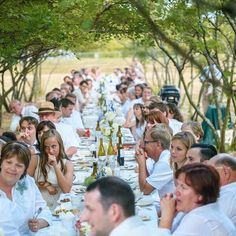 Long table filled with family and friends decked out in white! It kinda looks like heaven! :) photography by: @crozierphotography by budgetsavvybride