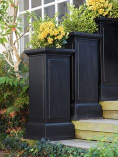 LIKE THE BLACK Use Dramatic Details: Add distinction to your deck with unique accents. Be creative and select the features that best suit your personality. For example, instead of a standard deck railing, try tall planters with fragrant flowers or herbs. Tall Planters, Garden Planters, Porch Planter, Planters For Front Porch, Diy Planters Outdoor, Square Planters, Wood Planters, Deck Railings, Deck Stairs