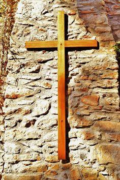 Η αδιαφορία για τον Θεό φέρνει την αδιαφορία και για όλα τα άλλα, φέρνει την αποσύνθεση. Η πίστη στον Θεό είναι μεγάλη υπόθεση. Λατρεύει ο άνθρωπος τον Θεό και ύστερα αγαπάει τους γονείς του, το σπίτι του, τους συγγενείς του, την δουλειά του, το χωριό του, τον νόμο του, το κράτος του, την πα