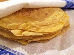 Ska du äta tacos på fredag? Testa då att göra dina egna tortillabröd, både enkelt och gott. Dessa majstortilla är dessutom helt gluten och spannmålsfria