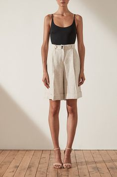 Bermuda Shorts Outfit, Pants Outfit, Atticus, Look Fashion, Fashion Outfits, Fashion Tips, Short Outfits, Summer Outfits, Style Minimaliste