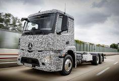 Tesla myśli o elektrycznych ciężarówkach, a Mercedes… pokazuje swoją