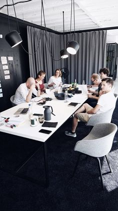 Inspiring Office Meeting Rooms Reveal Their Playful Designs pallet furniture Corporate Office Design, Workplace Design, Office Interior Design, Office Interiors, Office Designs, Office Curtains, Conference Room Design, Office Meeting, Meeting Rooms