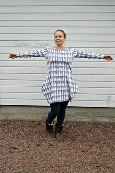 Kätilön Käsistä: Isotaskuinen pisaratunika - a raindrop tunic Rain Drops, Normcore, Jersey, Sewing Ideas, Crafts, Clothes, Diy, Style, Fashion