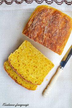 Chleb dyniowy na drożdżach. Pumpkin bread on yeast. Pull Apart Bread, Pumpkin Bread, Cornbread, Ethnic Recipes, Food, Pumpkin Loaf, Millet Bread, Squash Bread, Essen