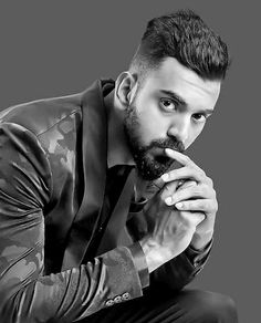 The indian openor Batsman Kl Rahul hairstyle with Beards looks dam Awesome checkout the collection of KL Rahul Best Undercut Hairstyles, Funky Hairstyles, How To Look Handsome, Most Handsome Men, Ranveer Singh Hairstyle, Funky Haircuts, Hair And Beard Styles, Long Hair Styles, Grey Hair Men