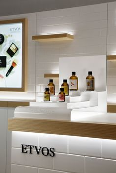 ISAKU DESIGN イサクデザイン Pop Display, Display Design, Booth Design, Cosmetic Display, Cosmetic Shop, Cosmetic Design, Perfume Display, Perfume Store, Visual Merchandising