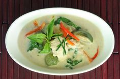 A simple, but delicious recipe for Thai green curry made with tender chunks of chicken and bite-sized wedges of Thai eggplant. Curry Recipes, Asian Recipes, New Recipes, Crockpot Recipes, Asian Foods, Chicken Recipes, Dinner Recipes, Curry Dishes, Thai Dishes