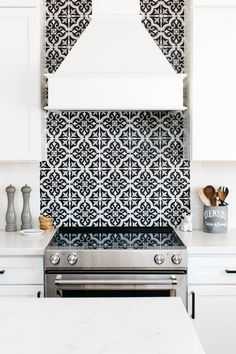 11 Kitchen Tile Backsplash Ideas for White Cabinets That Arent White Kitchen Remodel Ideas Arent Backsplash Cabinets Ideas Kit Kitchen tile White Toile Design, Wall Design, White Cupboards, White Kitchen Cabinets, Dark Cabinets, Backsplashes With White Cabinets, Metal Cabinets, Kitchen Cupboard, Kitchen Cabinetry