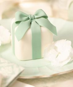 Gift-Box-mini-cake-300x384