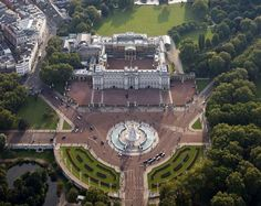 Buckingham Palace architecture, London - by various architects - photos of Royal Family residence, England: Buckingham Palace building, pictures Buckingham House, Buckingham Palace London, Leeds, Palaces, English At Home, Royal Residence, Windsor Castle, London City, Bristol
