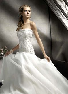 Pictures beautiful wedding dresses 2012