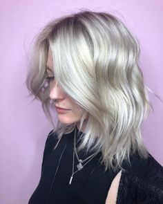 Modern Bob Hairstyles For Women, looking for neat looks is far more important than just a pretty face or the latest 2019 haircut! Stacked Bob Hairstyles, Thin Hair Haircuts, Bob Hairstyles For Fine Hair, Hairstyles Haircuts, Cool Hairstyles, Choppy Hair, Short Hair, Bobs For Thin Hair, Shoulder Length Hair