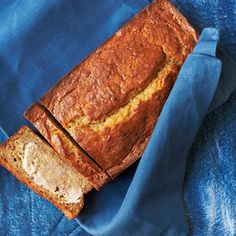 banana bread - We love this bread's moist texture and simple flavor. Banana bread should form a crack down the center as it bakes--a sign the baking soda is doing its job. Vegan Recipes, Cooking Recipes, Pastry Recipes, Slow Cooking, Crockpot Recipes, Smoothies, Stewie Griffin, Quick Bread, Dry Bread