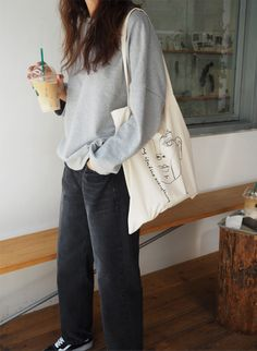 death by elocution • modest wear, hijab friendly outfit, minimal, monochrome, street style, autumn-winter, spring-summer, neutral, tom-boy, canvas tote bag, vans old skool