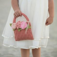 11 Lovely DIY Flower Girl Baskets