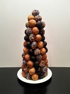 DIY Party Food : Donut hole topiary or Croquembouche Diy Party Food, Party Desserts, Wedding Desserts, Mini Desserts, Party Ideas, Birthday Breakfast, Birthday Brunch, Brunch Party, Surprise Birthday