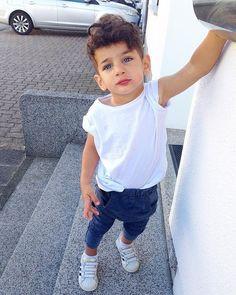What a beautiful boy! k baby boy fashion, kids outfits e boy Baby Boy Swag, Cute Baby Boy Outfits, Little Boy Outfits, Little Boy Fashion, Baby Boy Fashion, Toddler Fashion, Toddler Outfits, Kids Fashion, Kids Tumblr