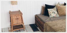 stoer houten nachtkastje voor naast bed