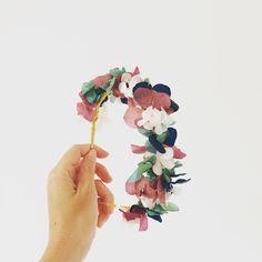 Diadema de flores preservadas hecha a mano. Mas información instagram mymacora_tocados y facebook mymacora. Mail mymacora@gmail.com
