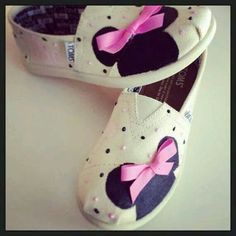 ec69813b3 Love the minnie pained on these cite little girl toms Mono Rosa