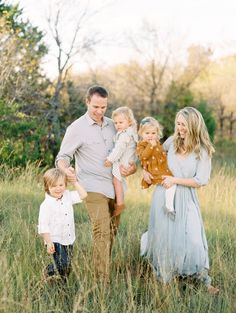 Cute color combination for spring & summer family photoshoot