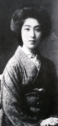 Kimuko Hayashi (1884-1967) was well-known throughout Japan as one of the most beautiful woman in the Taisho era (1912-1926).