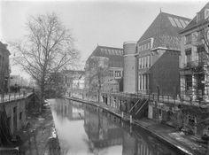 Utrecht: Oudegracht; Zicht op de Oudegracht en gevelwand, 1910/1935