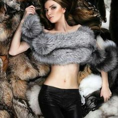 Follow my page for more if you love fur! I daily post:) MOREFURFORYOU‼️ #fur #follow #fotoshooting #instalove #instastyle #photooftheday #instawoman #instashoot #Fauxfur #furcoat #lasvegas #models #clothing #russia #new #fashiontrends #pelt #soft #furry #girls #danbilzerian #hd #stylecode Fox Fur Coat, Fur Coats, Fur Fashion, Womens Fashion, Cosy Outfit, Fabulous Fox, Thick Girl Fashion, Fashion Model Poses, Fur Wrap