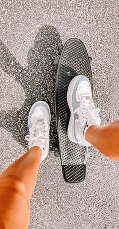 Jordan Shoes Girls, Girls Shoes, Vans Girls, Surf Girls, Vans Women, Sneakers Fashion, Fashion Shoes, Girl Fashion, Tomboy Fashion