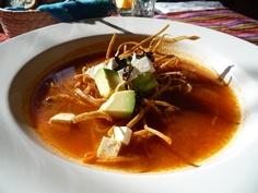 Sopa de tortilla tradicional.