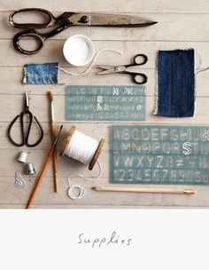 Buchstaben mit Schablone aufzeichnen, dann nachsticken