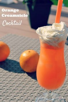 Orange Creamsicle Cocktail - need a boozy drink to entertain with this summer? You've found it!