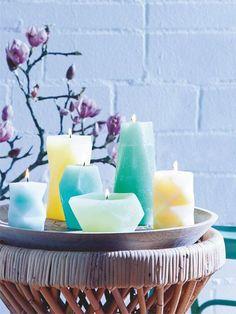 Wir zeigen anhand von 10 Anleitungen, wie man Kerzen ganz leicht selber gießen kann – der Fantasie sind beim Selbermachen (fast) keine Grenzen gesetzt.