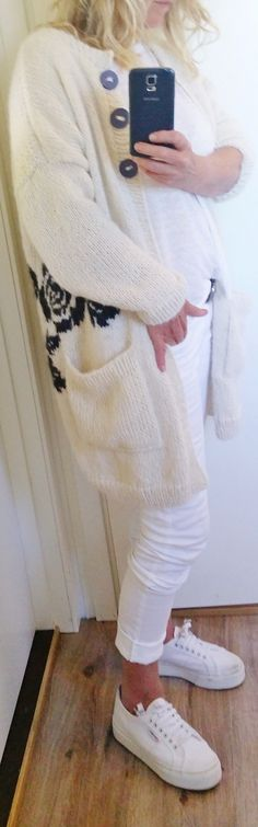 Handknitted, knitted, knit, jacket, roses, rose, black rose.  Design Annelise Bjerkely On Facebook: Strikkesida til Annelise