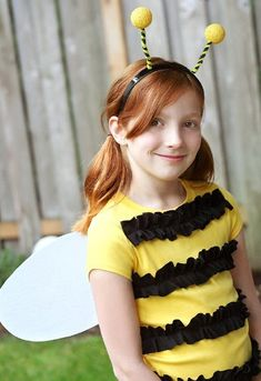 Easy Bumble Bee (can be base for Spelling Bee) - 60 Fun and Easy DIY Halloween Costumes Your Kids Will Love Bee Halloween Costume, Halloween Costumes Kids Homemade, Last Minute Halloween Costumes, Halloween Diy, Diy Bee Costume, Costume Tutorial, Bumblebee Halloween, Halloween Clothes, Halloween Carnival