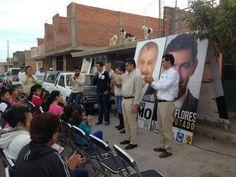 En la Col. Bonito Pueblo con @Rafael_FloresM y #GerardoRomo #Zacatecas pic.twitter.com/kSUj0yG9t8