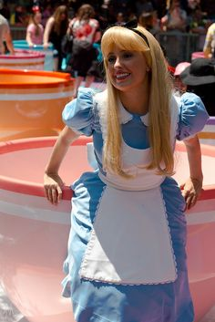 Alice on the teacups