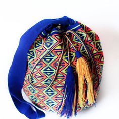 In La Guajira, home of Wayuu people, there is extreme poverty. Women create this bags as one of few sources of income. Make sure they receive a fair salary #ngo #❤️ #wayuu #style #ethicalfashion #indigenousrights #ootd #love #mochila #fairwagesforwayuu #handmade #instagood #instadaily #fblogger #styleinspo #boho #fashion #itbag #outfit #glam #fashionblogger  #motherearth #ethnocouture #korea #칠라백 #와유백 #핸드메이드가방 #가방 #tokio #china