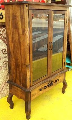cristaleira chipandelle maciça (antiga , estante, armário )