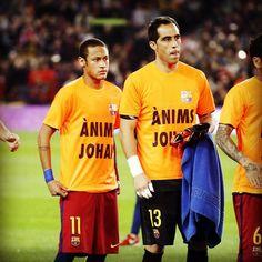 The Barça players with a t-shirt in support of Johan Cruyff before the game  Els jugadors del Barça han sortit al terreny de joc donant suport a Johan Cruyff  Con esta camiseta los jugadores del Barça han querido apoyar a Johan Cruyff  @fcbarcelona @neymarjr @claudiobravo1 #FCBEibar #cruyff #johancruyff by fcbarcelona