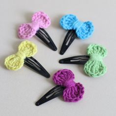 Learn how to crochet a mini bow and transform them into hair clips with easy to follow step by step photos.
