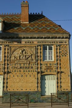 In Beauvais (France), we can see the Greber House made by GREBER Charles (1853-1935), ceramist and THOREL Maurice, architect in 1911