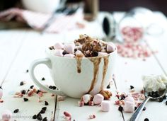 slow cooker peppermint hot chocolate - Jelly Toast