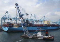 MATADOR 3 conducting a heavy lift onto Mayview Maersk in Rotterdam Europoort.