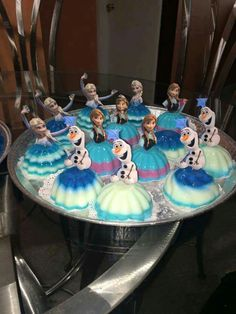 Great for a frozen party! Saw this online, Do not know original poster of this or creator of this. Frozen Birthday Party, Frozen Theme Party, Disney Princess Birthday, Princess Party, 4th Birthday, Birthday Parties, Frozen Themed Food, Jelly Cake, Olaf Frozen