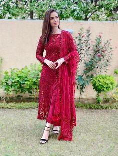 Party Wear Indian Dresses, Pakistani Fashion Party Wear, Dress Indian Style, Indian Fashion Dresses, Indian Designer Outfits, Dress Party, Party Gowns, Kimono Fashion, Beautiful Pakistani Dresses