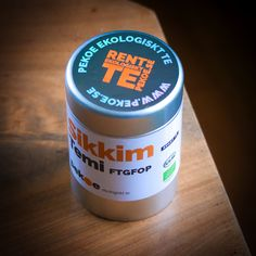 Sikkim Temi i Pekoes teburk. Honest Tea, Coconut Oil, Jar, Bottle, Drinks, Drinking, Beverages, Flask, Drink