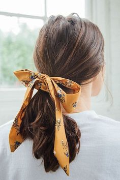 hair scrunchies diy how to make Slide View: Darling Draped Bow Scrunchie Bobby Pin Hairstyles, Bandana Hairstyles, Summer Hairstyles, Braided Hairstyles, Brunette Hairstyles, Christmas Hairstyles, Pretty Hairstyles, Hairstyle Hacks, Evening Hairstyles